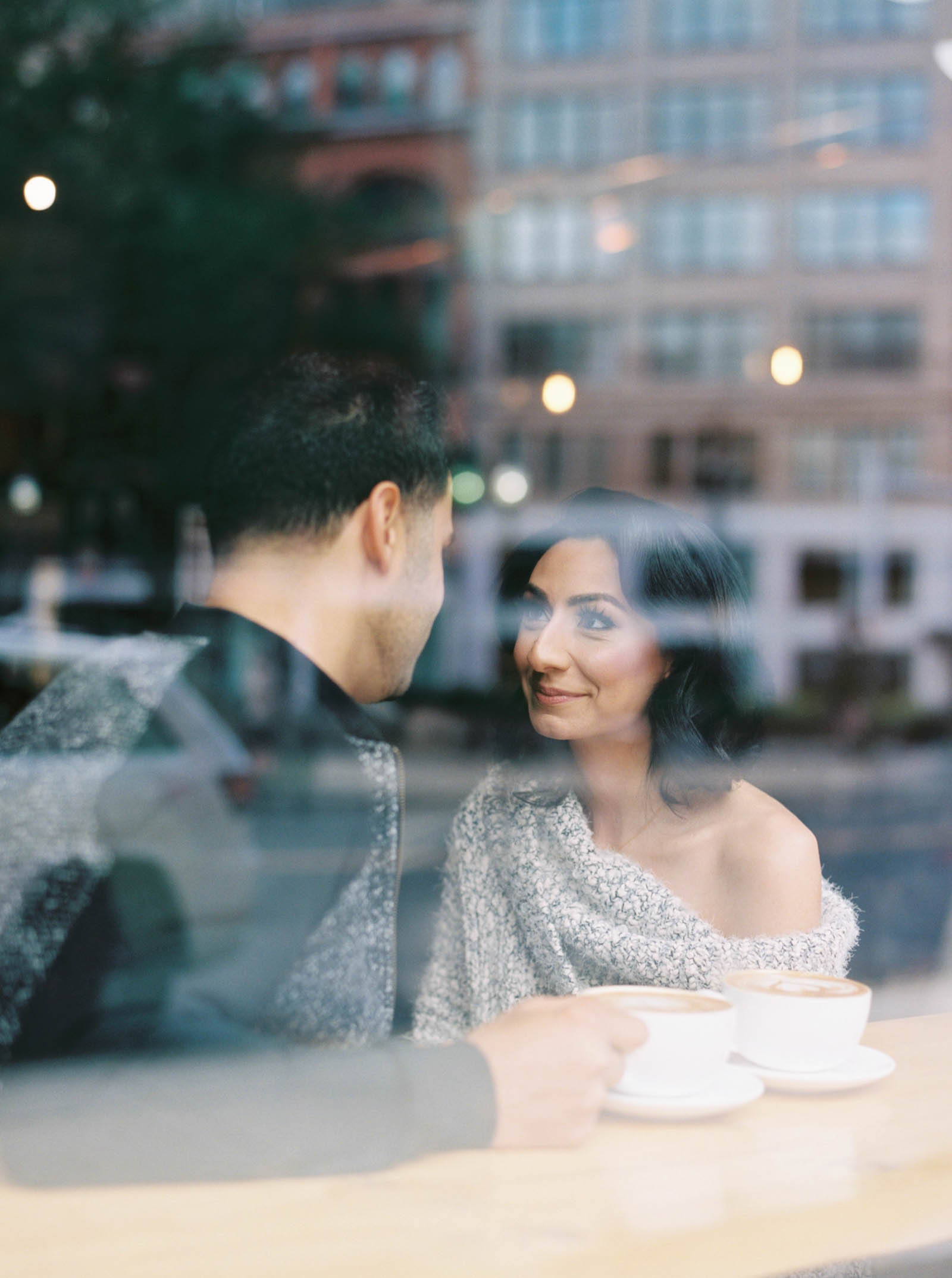 Couple's photos in a coffee shop -krmorenophoto